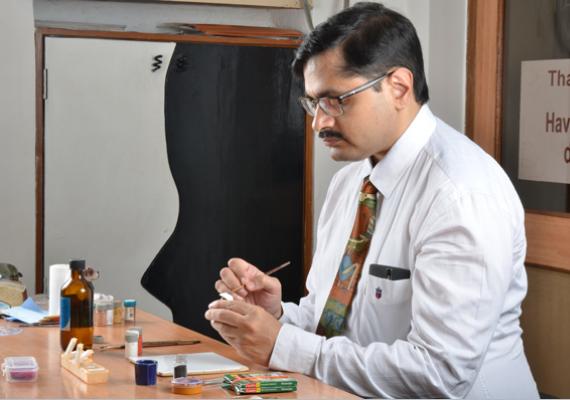 Customised artificial eye making